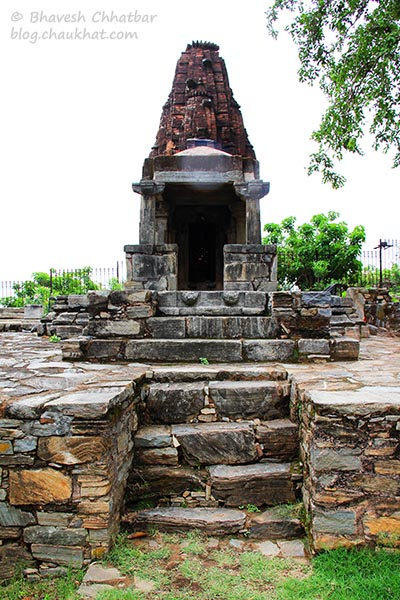 A beautiful stone temple at Kumbhalgarh
