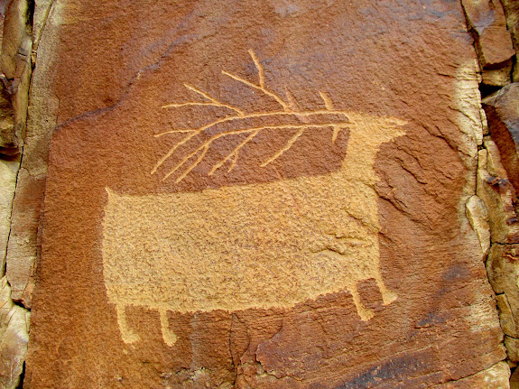 Large and well-executed elk petroglyph