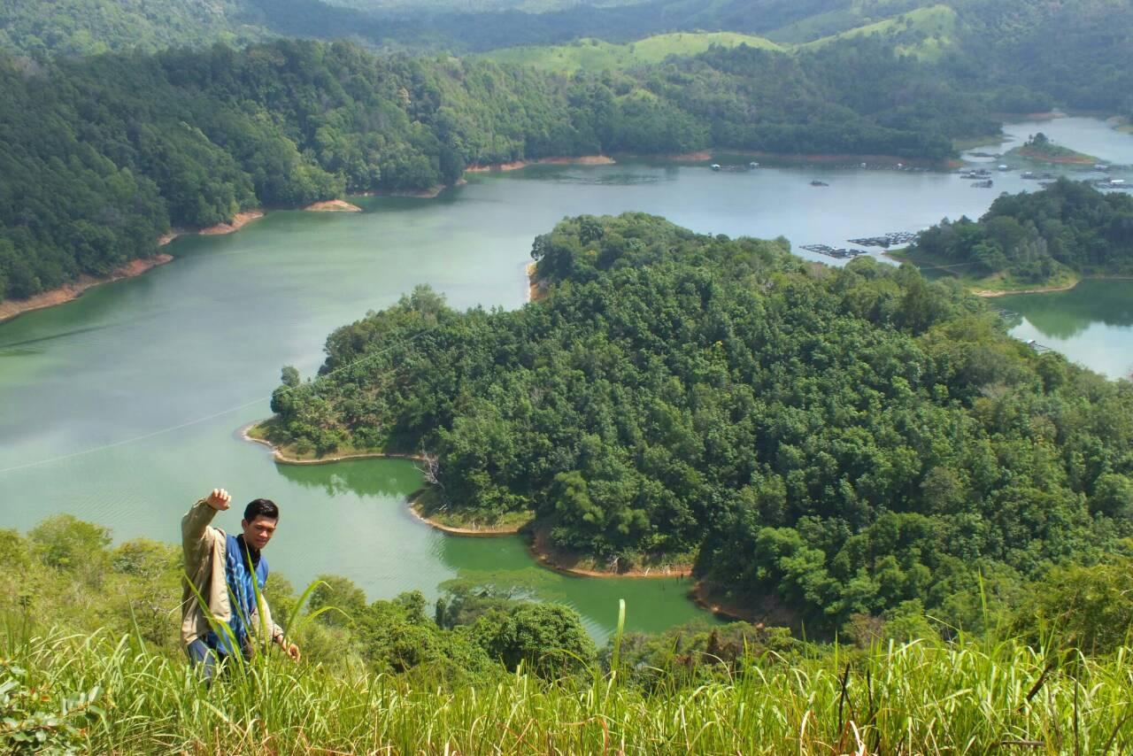 tetapi tetap keindahan alam indonesia gak ada habisnya itu tadi tempat wisata yang berada di kalimantan selatan