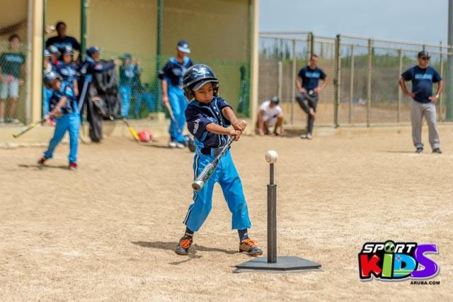 Juni 28, 2015. Baseball Kids 5-6 aña. Hurricans vs White Shark. 2-1. - basball%2BHurricanes%2Bvs%2BWhite%2BShark%2B2-1-43.jpg