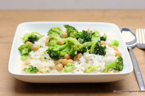 Brokkoli-Kichererbsen-Curry mit Basmati-Reis