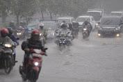 Berikut Cara Aman Berkendaraan Saat Musim Hujan