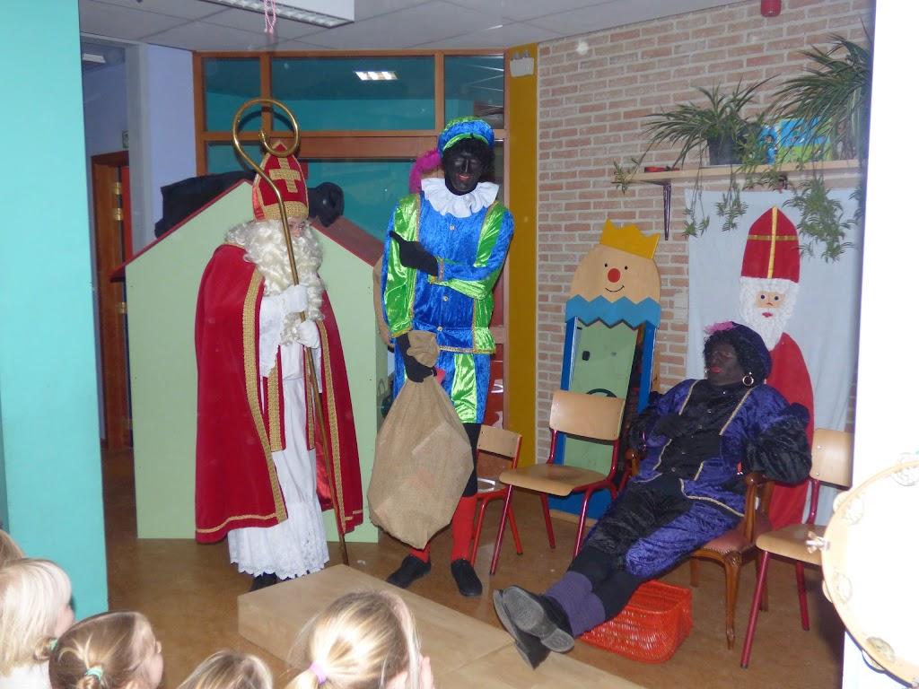 Sinterklaas op bezoek - P1060478.JPG