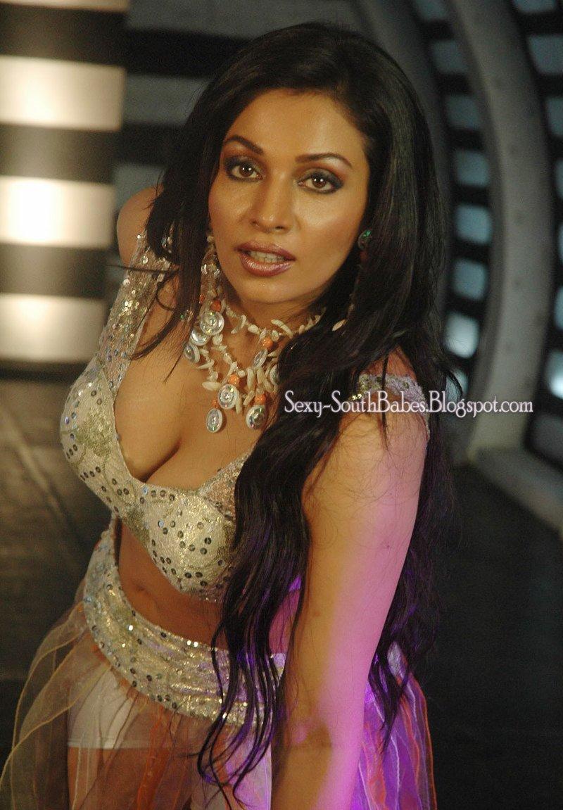 Hot Asha Saini Is Very Hot Pose