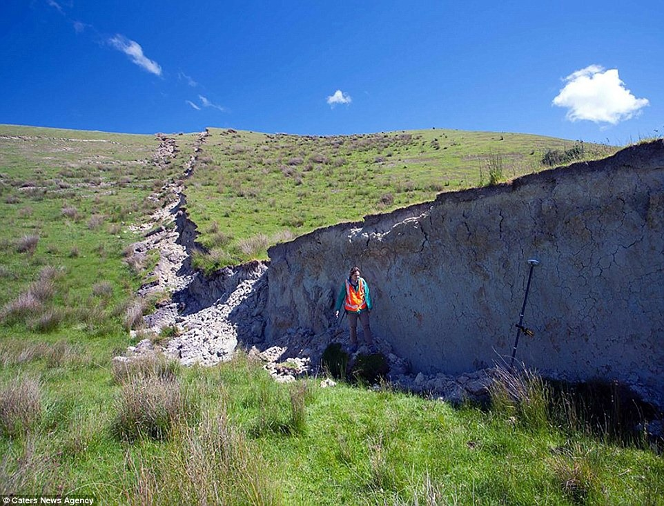 nz-earthquake-wall-4