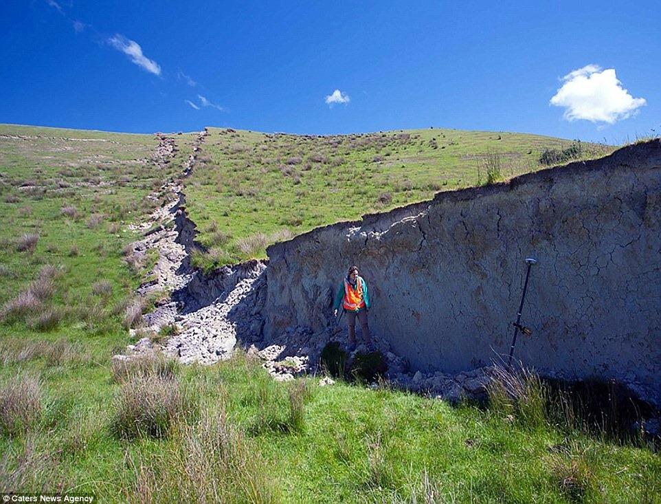 nz-earthquake-wall-4