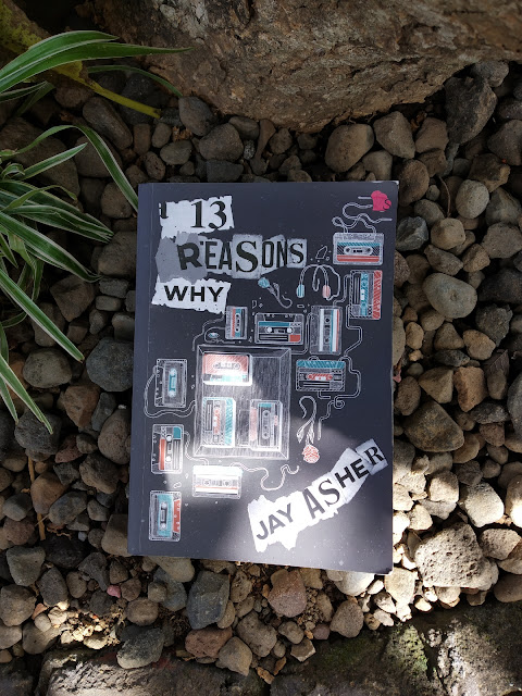 Review Novel 13 Reasons Why