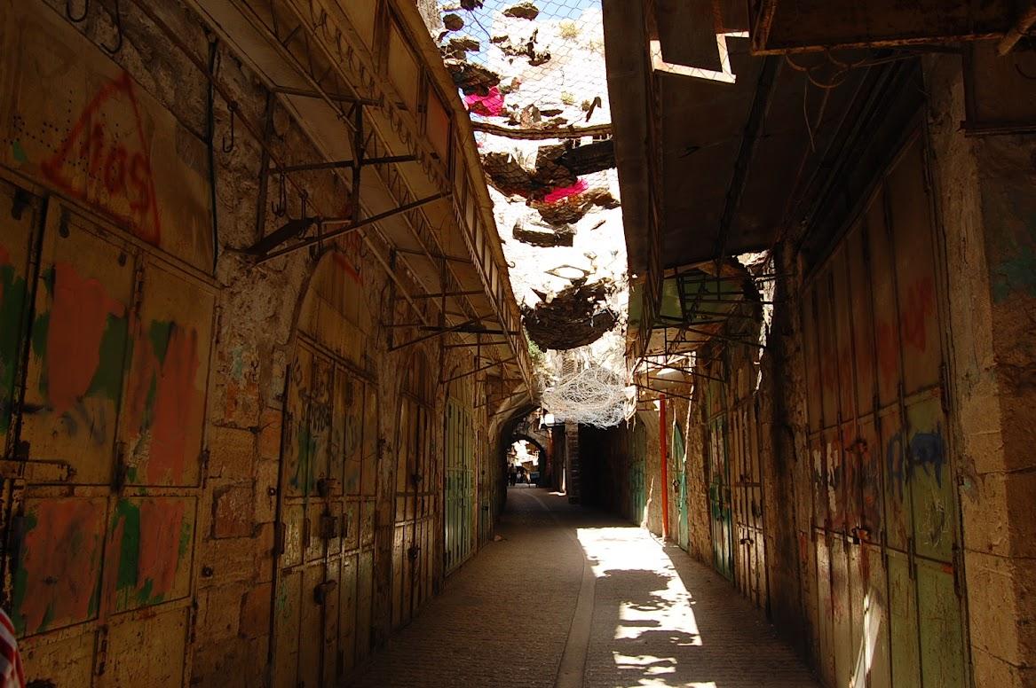 パレスチナ自治区の廃墟になった商店街