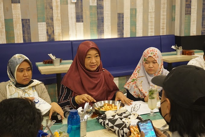 Bila Blogger Sis Lin , Sunah Sakura dan She Is Farahain duduk semeja