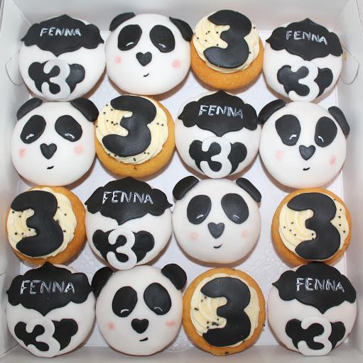890- Panda Cupcakes.JPG