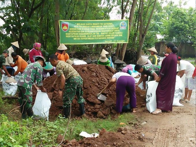 Karya Bakti Koramil 15 Batangan Bersama Warga Desa Ngening