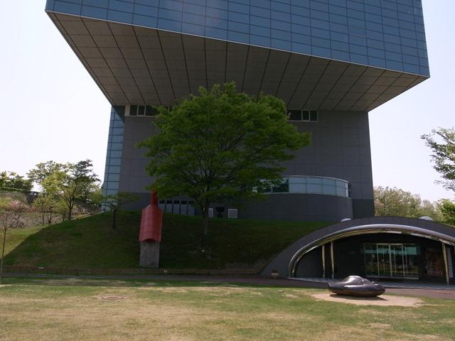 秋田県立近代美術館外観