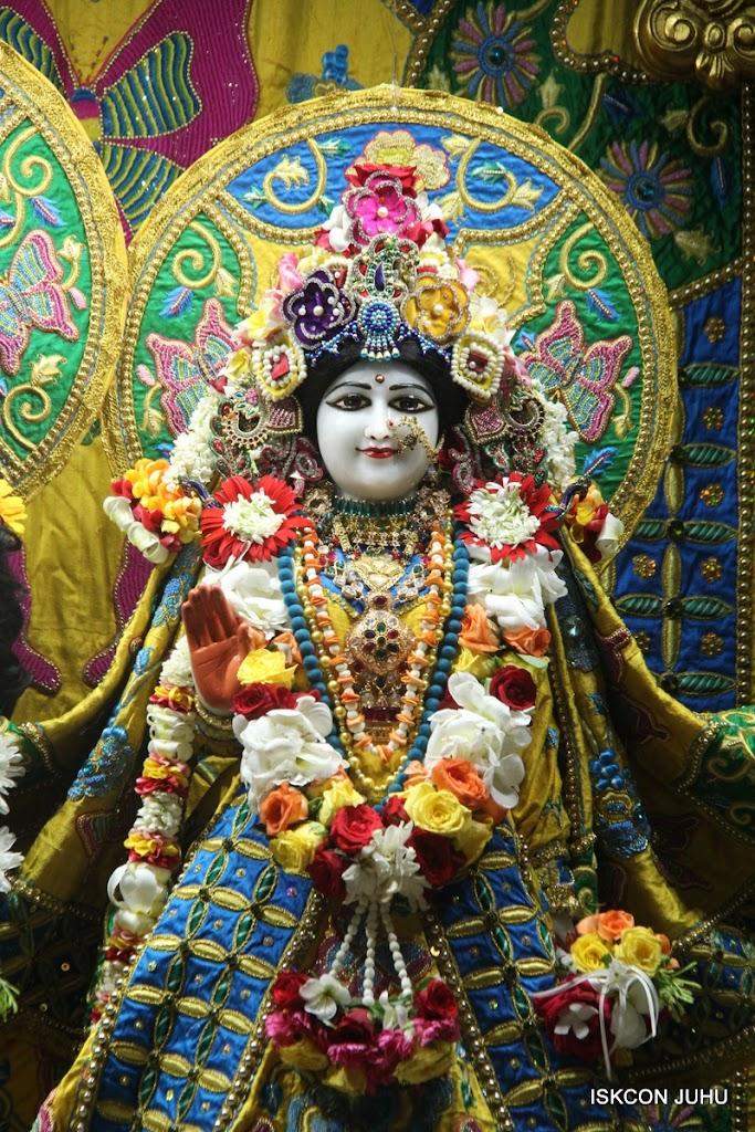 ISKCON Juhu Sringar Deity Darshan on 26th June 2016 (5)