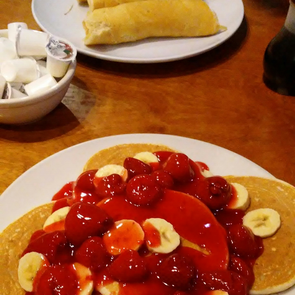 Friendly knowledgeable staff.  Stawberry Banana pancakes were amazing. Very reasonably priced
