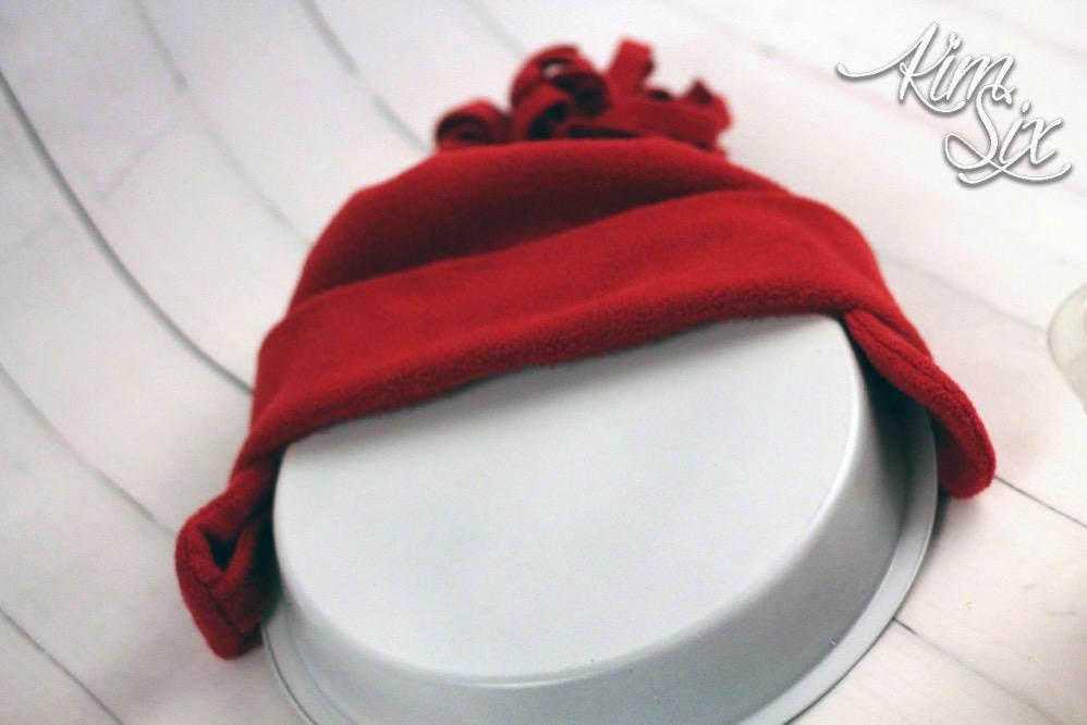 Adding hat to pie pan snowman