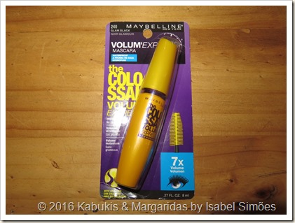 The Colossal Volum Express Waterproof da Maybelline na cor Glam Black