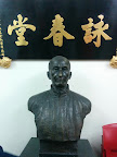 Ip man statue at the Wing Tsun Athletic Association.