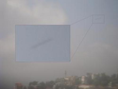 Ufo Cylindrical Shaped Daytime Ufo Was Photographed Over Lebanon 14 Jul 2010