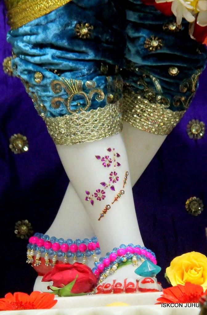 ISKCON Juhu Sringar Deity Darshan on 10th July 2016 (41)