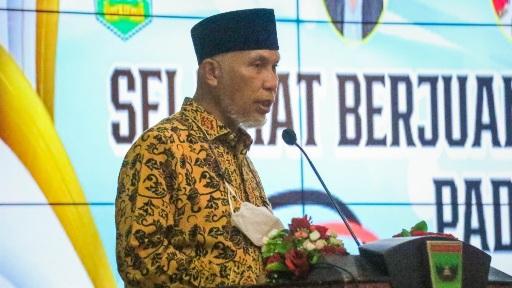 Ini Pesan Penting Gubernur Saat Lepas Kontingen PON Sumbar ke Papua
