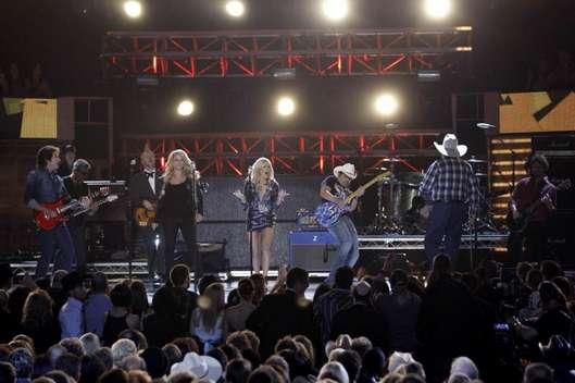 ACM's 2010. Miranda, Carrie Underwood, Brad Paisley, John Fogerty and Charlie Daniels.
