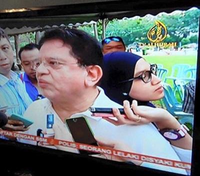 Wartawan Wanita Bersandar di Belakang Ku Nan - blogmazeer.com-3.jpg