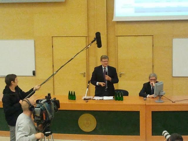 Spotkanie z prof. Leszkiem Balcerowiczem - 2012-06-15%2B10.05.35.jpg