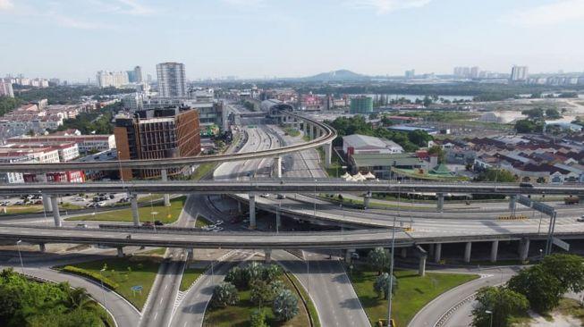 1.500 WNI Terkurung di Malaysia, Petugas Pasang Kawat Berduri