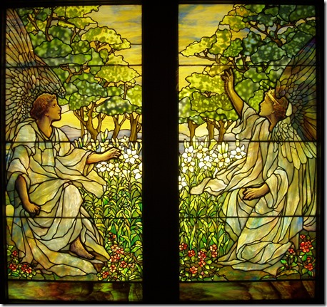 Two_Angels_-_Tiffany_Studios,_c._1910