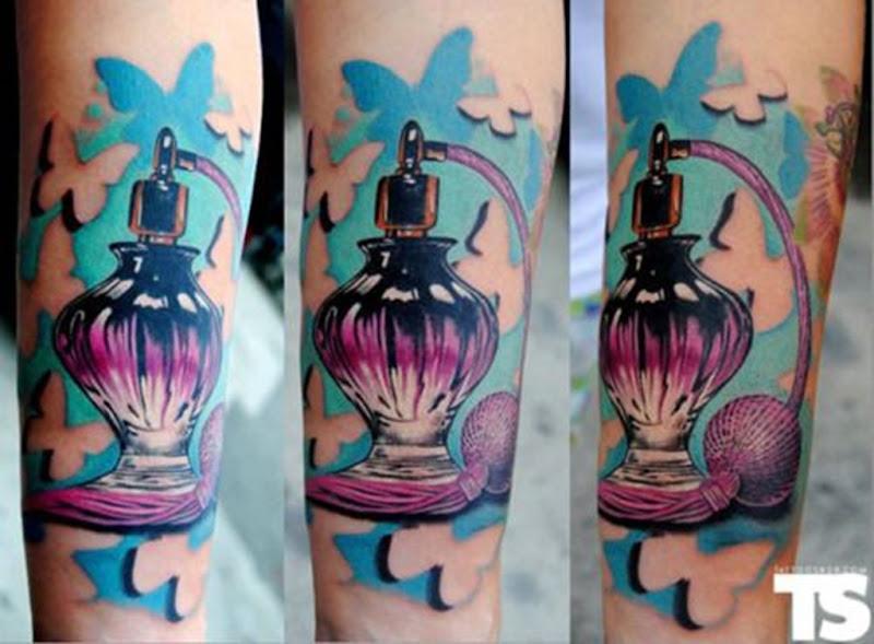 fantasia_roxo_perfume_antebraço_tatuagem