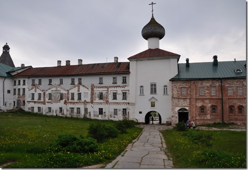 8 solovsky cour du kremlin porche eteglise de l'anonciation
