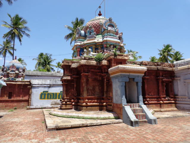 Sri Vyakrapureeswarar Temple, Thirupperumpuliyur, Thiruvaiyaru - 275 Shiva Temples