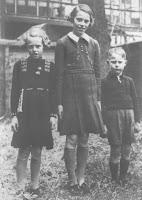 Kooij, Maartje, Geertruida en Piet Katendrecht 1936.jpg