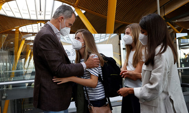 King Felipe and Queen Letizia says Goodbye to Princess Leonor at Airport