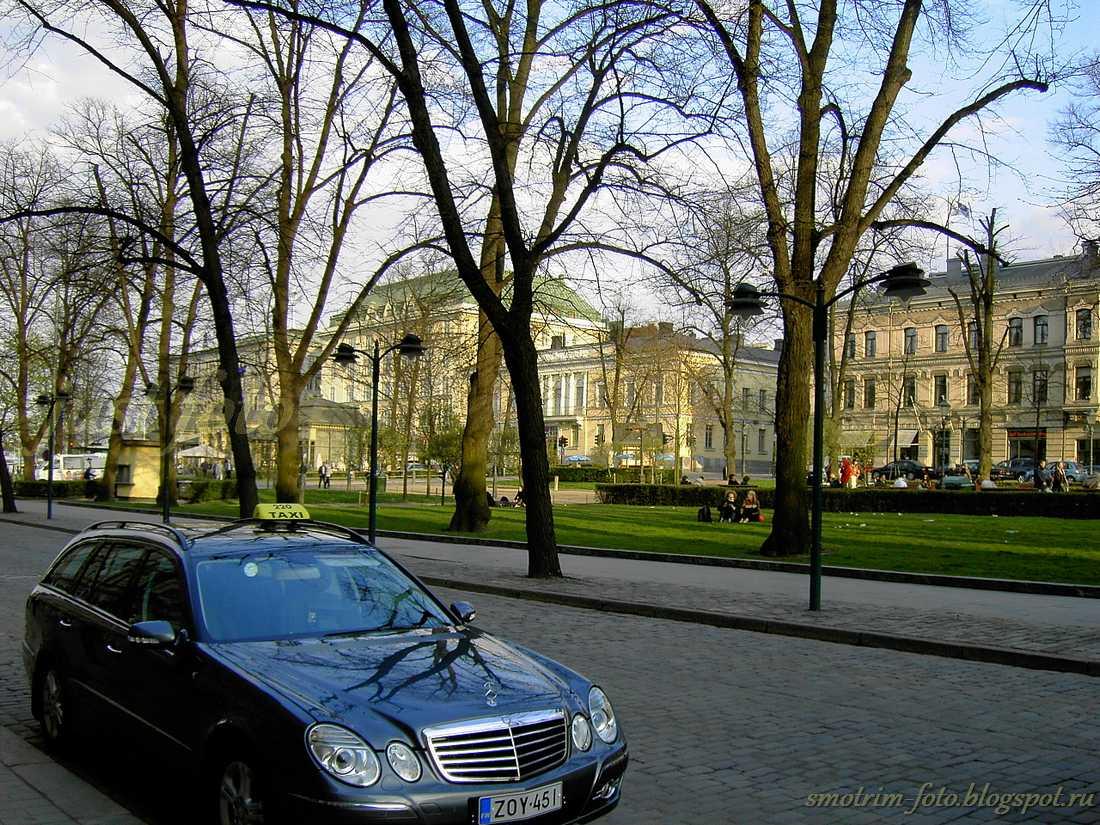Улицы Хельсинки - сквер и улица Эспланада