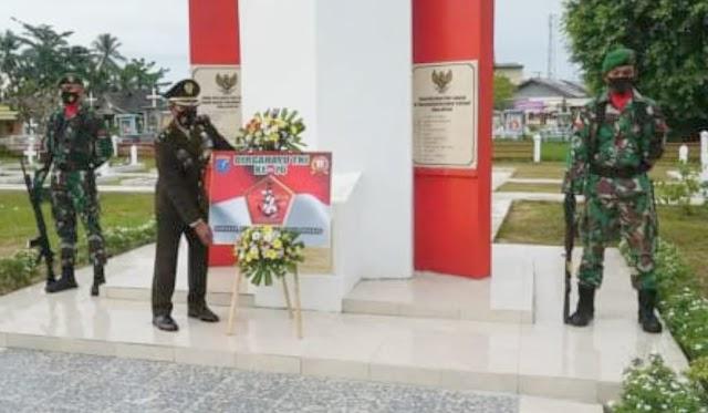 Peringatan HUT ke-76 TNI, Kodim Kapuas Gelar Ziarah dan Tabur Bunga
