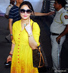 Lok Sabha Elections 2014: Bollywood actress Preity Zinta casts her vote at a polling booth in Bandra. On 24 April 2014 PIC:SAYYED SAMEER ABEDI