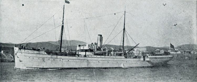 El vapor CATALUÑA con la livrea blanca de Isleña Maritima. Ca. 1910.jpg