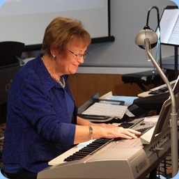 Diane Lyons playing her Yamaha PSR-3000. Photo courtesy of Dennis Lyons.