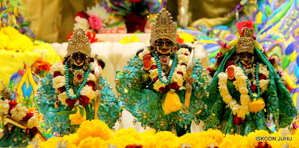 ISKCON Juhu Sringar Deity Darshan on 28th April 2016 (31)