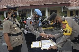 Kapolres Cirebon Kota, Lantik IPTU Sudharsono Menjadi Kapolsek Kesambi