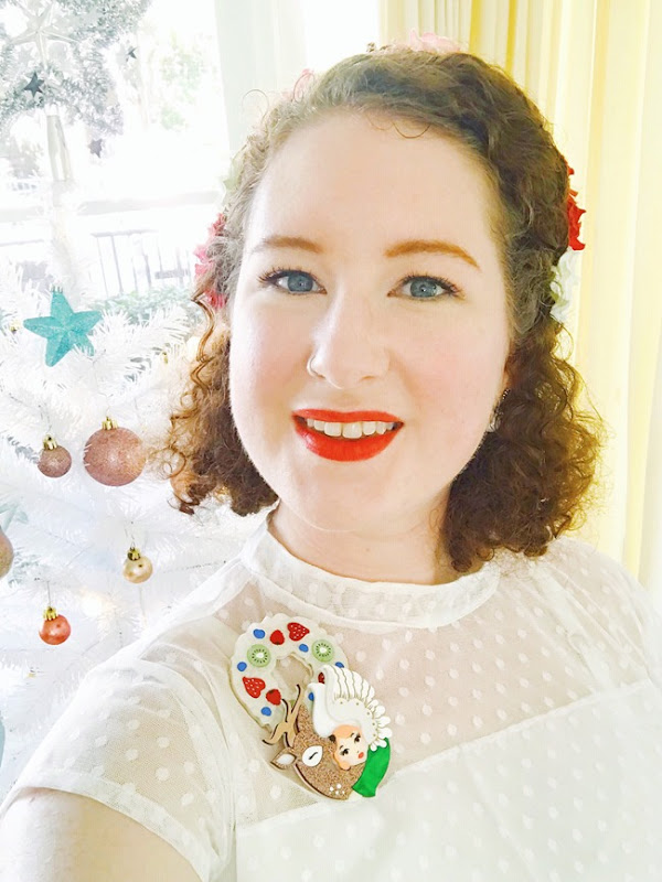 Christmas Vintage Look with a Flower Crown and Christmas Brooches | Lavender & Twill