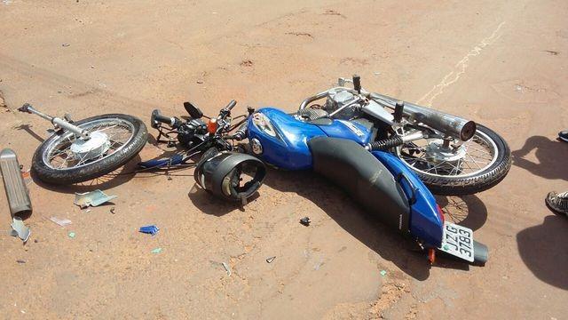 colide-motocicleta-em-caminhonete--_c6vscCjo2