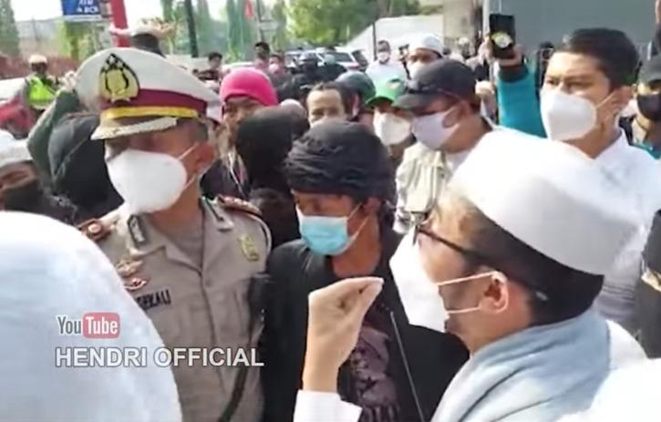 Viral Menantu Habib Rizieq Shihab Ceramahi Pejabat Polda Metro, Gak Terima HRS Divonis 4 Tahun Bui