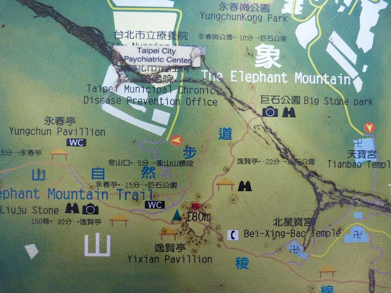 Taipei. Si Shou shan, en plein coeur de Taipei. Accès par un chemin bien plus sauvage. - P1240831.JPG