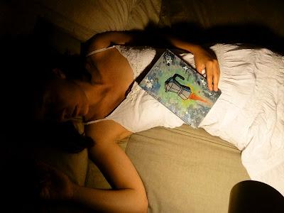 vençuda pel cansament de l'insomni