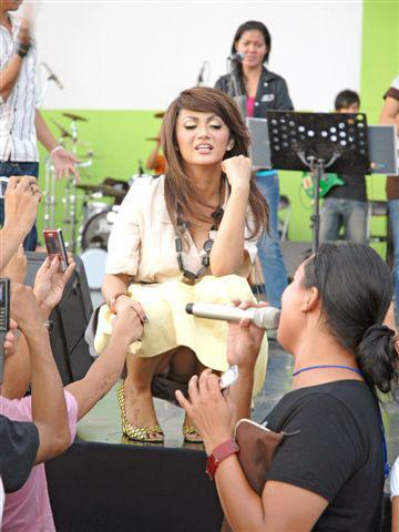 CELANA DALAM ARTIS WANITA INDONESIA YANG TEREKAM KAMERA