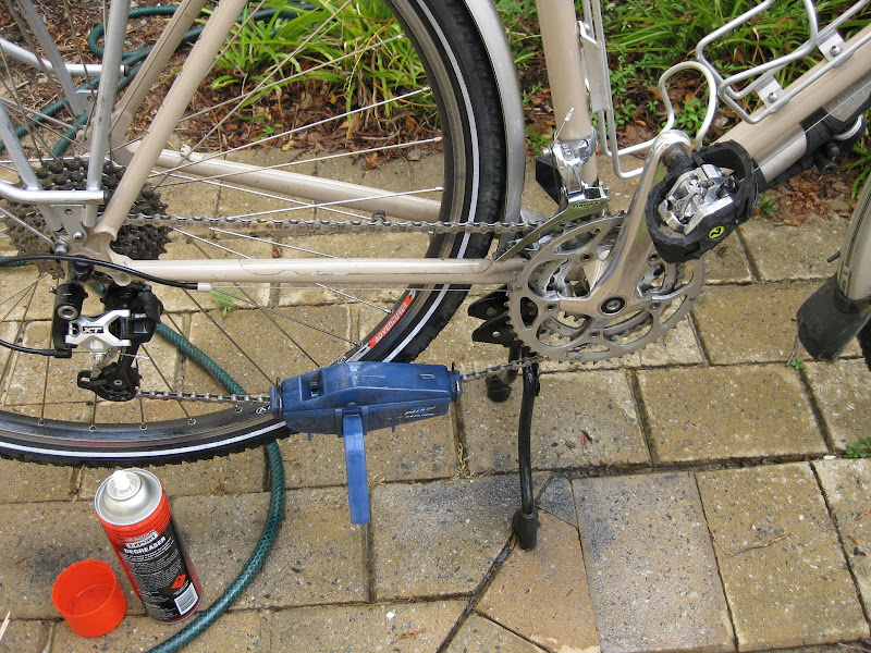 Hebie Bipod bicycle kickstand in maintenance mode