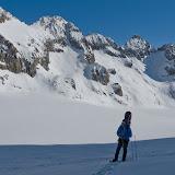 IMG_4144 - JB en fond la rive gauche du Glacier Blanc.jpg