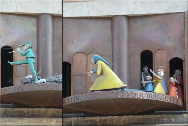 Dos de los momentos de la representación del 'Flautista'